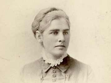 Photograph of Katherine Coman, Pach Brothers, New York, University of Michigan student portrait collection, Bentley Historical Library, University of Michigan