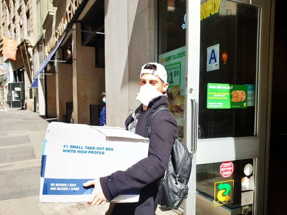 Alum Jeff Kaplow on his way to deliver lunches to health care workers in April 2020.