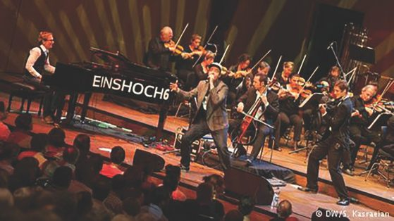 Einshoch6 performing.