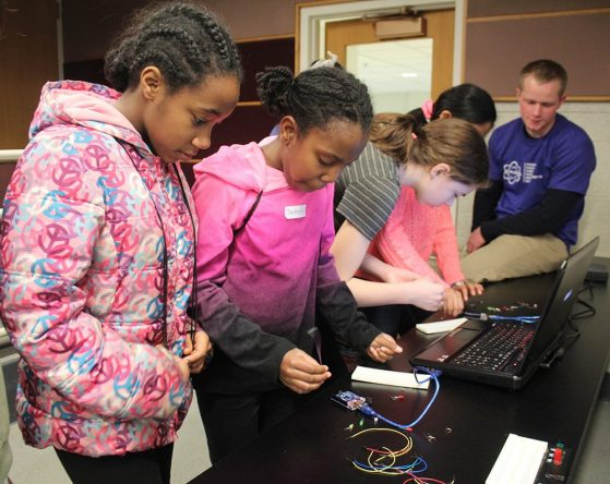 Students learn about stoplight circuits.