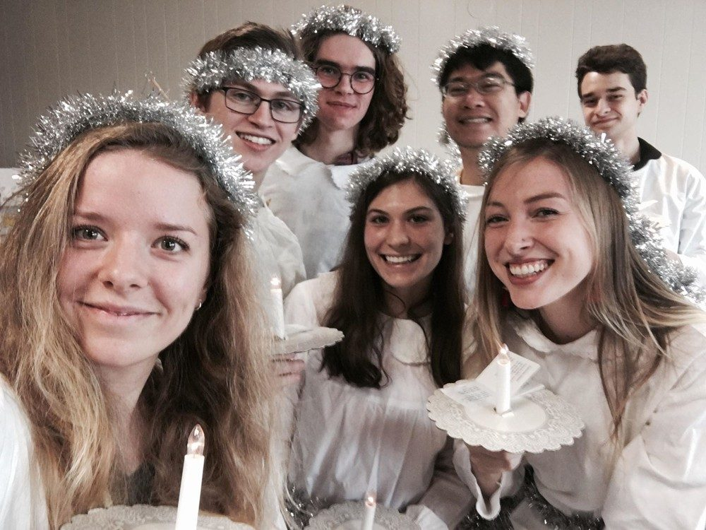 Scandinavian-club-students-helping-out-with-Lucia-at-SWEA's-Christmas-Bazaar-2018